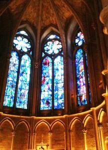 ランスの大聖堂内にあるシャガール下絵によるステンドグラス