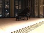 豊洲シビックセンターホールステージとピアノ