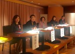ただ今審査中。楠原、中川俊郎、真田光子、大崎かおる、赤松林太郎各先生